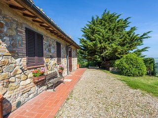 Contignano Villa Sleeps 11 with Pool and WiFi - 5765129