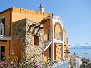 3 bedroom Apartment with Air Con and Walk to Beach & Shops - 5766421
