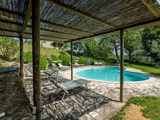 Palazzone Villa Sleeps 10 with Pool and WiFi - 5765130