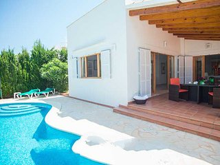 4 bedroom Villa with Pool, Air Con and WiFi - 5000728