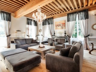 Lans Chateau Sleeps 14 with Pool and Air Con - 5049847