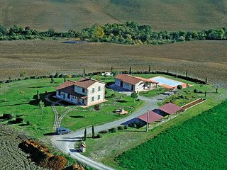 Castiglione d'Orcia Villa Sleeps 12 with Pool and WiFi - 5764921