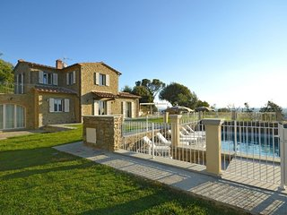 3 bedroom Villa in Il Castagno, Tuscany, Italy - 5764094