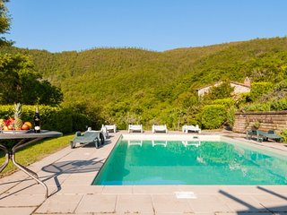 4 bedroom Villa with WiFi - 5765176