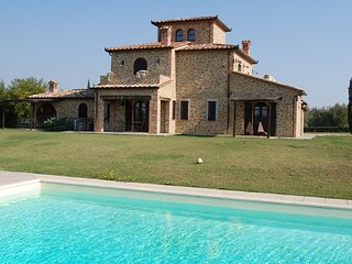 Ranciano Villa Sleeps 14 with Pool Air Con and WiFi - 5764806
