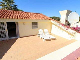 Vale do Lobo Villa Sleeps 6 with Pool Air Con and WiFi - 5766046