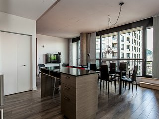 QUARTIER DES SPECTACLES -Y, LUXURY  3Bedroom, 2Bath