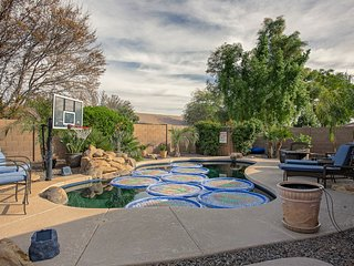 Lovely home w/ backyard oasis- private pool, hot tub, and covered patio
