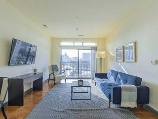 IUPUI 2-bedroom Waterfront Apt w/ Private Balcony