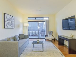 Waterfront, 2Bed, 2Bath Downtown | Pool and Gym access