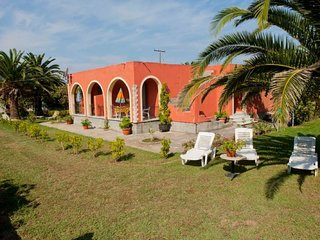 2 bedroom Villa with Air Con, WiFi and Walk to Beach & Shops - 5766791