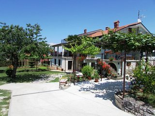 Spacious apartment in the center of Umag with Parking, Internet, Terrace