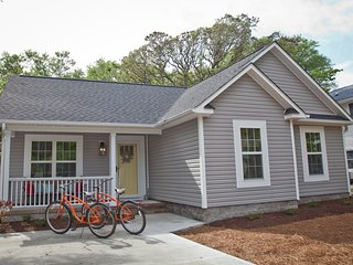 Well-appointed 3br/2ba Oak Island Beach Retreat - The Wooden Whale