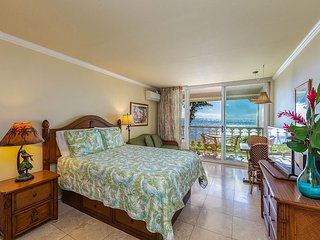 Islander on the Beach #348, Oceanfront Views, Top Floor, AC, Free Wifi/Parkg