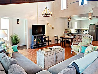 11LP - Beach House with an Awesome Ocean View, Sleeps 8