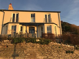Seacroft Holiday Cottage (sleeps 11, child & dog friendly)