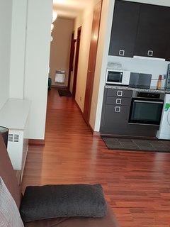 Couloir - acces porte d'entree - salle de bain et chambre.
