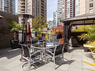 A Gem In The Heart Of Yaletown - 750sq foot patio
