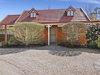 Cedar Cottage - Tudor Village Unit 3