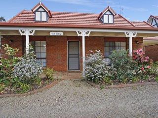 Oak Cottage - Tudor Village Unit 5