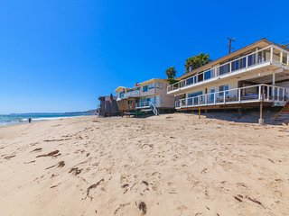 Malibu Rd Ocean Front House + Studio Deep Dry Sandy Beach, 2 Kitchens, Hot Tub