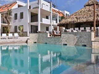 Modern 2BR in Bonaire w pool