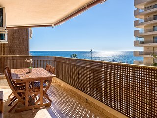 Modern Fuengirola Promenade Apartment with Stunning Sea Views, Wifi