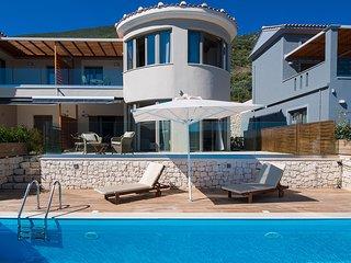 2020: Stylish Villa Mare With Private Pool and Sea View in Vasiliki, Lefkada