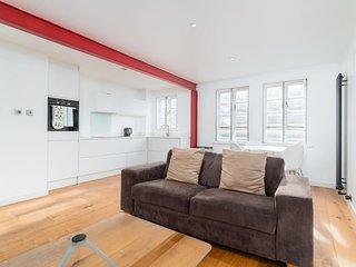 Modern 1 bed for 2, Whitechapel/Stepney Green