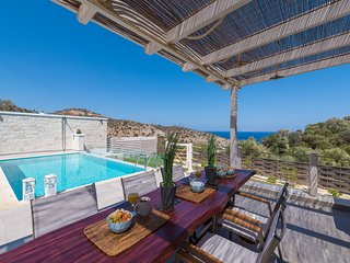 'INDER' Sea view Villa - private swimming pool !