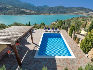 Zahara de la Sierra Villa Sleeps 6 with Pool Air Con and WiFi - 5604501