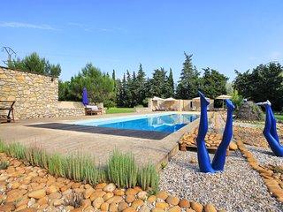 Montfrin Villa Sleeps 6 with Pool - 5767860