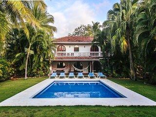 Casa Dorado, Amazing Beach Front Paradise in Playa Grande