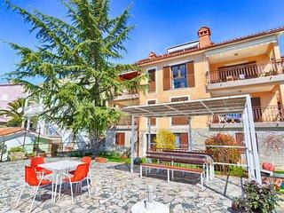 Apartment 1569