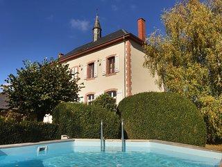 Villa De Vacances l'Ancienne Ecole -Corrèze- The Old Renovated School in Troche