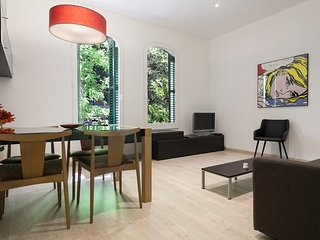 BARCELONA |SPACIOUS APARTMENT| next to Sagrada Familia¤