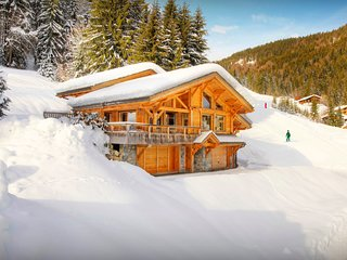 5* ski-in ski-out chalet for 8 with sauna and fitness area - OVO Network