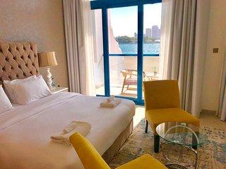 Beachfront 5 bedroom plus maid room Villa -  East 32