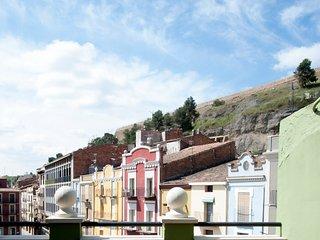 El atico del holandes, atico con terraza y vistas a la muralla medieval