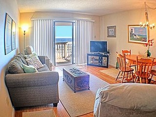 1BR Oceanfront Topsail Dunes Condo in North Topsail Beach with Community Pool