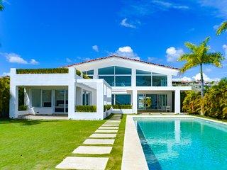 Beach Front House - Casa Blanca