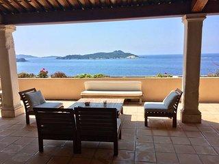 Hyeres, Cote d'Azur, Villa vue panoramique, acces direct a la mer ,12 personnes