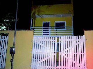 linda casa com piscina e 3 quartos, a 11 minutos do centro de Paraty.