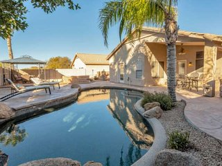 FREE GOLF! Dog Friendly, Great Location, Private Heated Pool-NO Extra Fee!, Poke