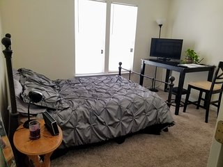 Location!! Room 6 min. to Uptown. In Plaza Midwood - With private bathroom