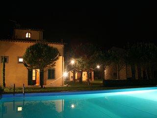Appartamento per 8 persone con giardino privato e piscina