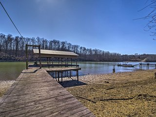 The Brim House' on Lakefront w/Boat Dock!
