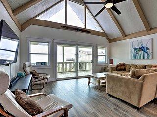 NEW! Updated Galveston Home w/Deck - Walk to Beach
