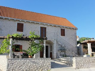 Three bedroom house Donji Humac (Brač) (K-16435)