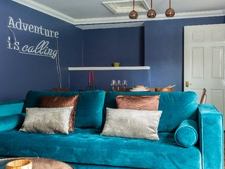 The Historic Gem - Sleek & Central 3BDR Maisonette